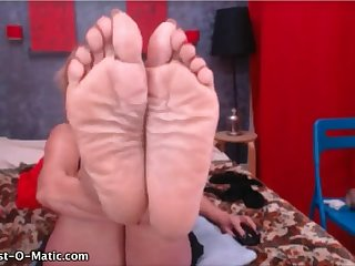Mature big wrinkled soft soles in your face