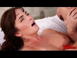 Bianca Breeze Is An Experienced Milf